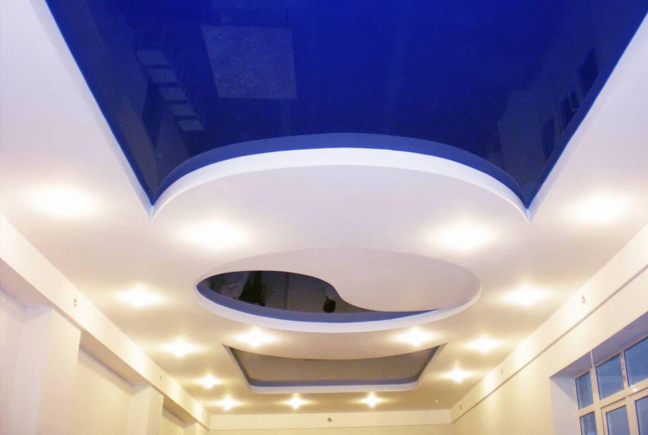 Дизайн гостиной 2017: потолок и освещение