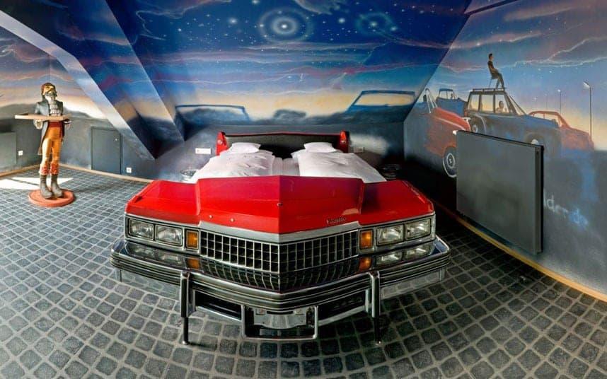 Сон на колесах: 10 необычных кроватей из старых авто