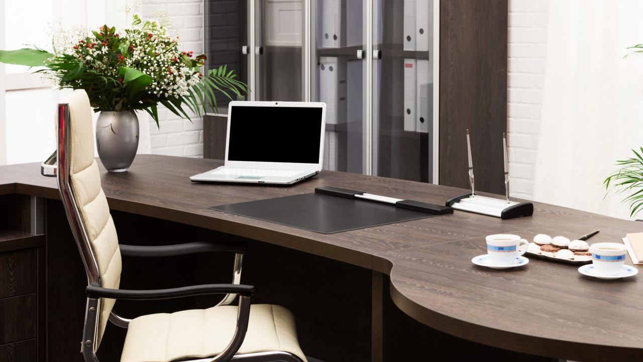 Как выбрать компьютерный стол? На что обратить внимание в первую очередь?