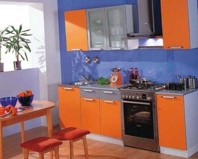 Сине-оранжевый дизайн кухни