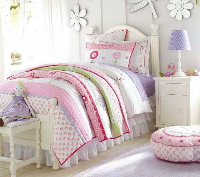 Спальня в розовых и фиолетовых оттенках - фото