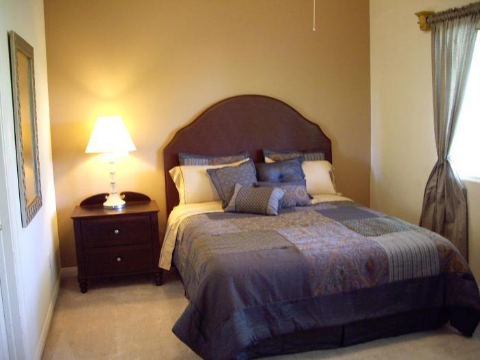 Интерьер спальни маленького размера - фото 2