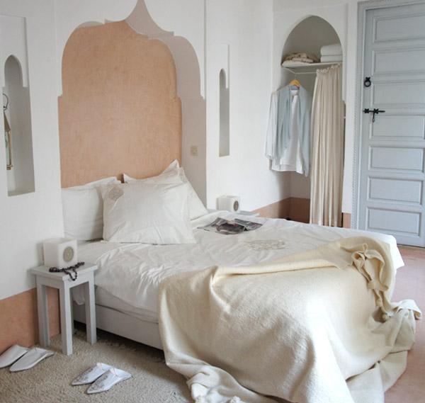 Как обставить небольшую спальню - фото 4