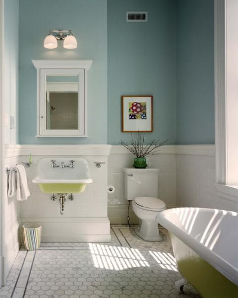 Photo of a small bathroom