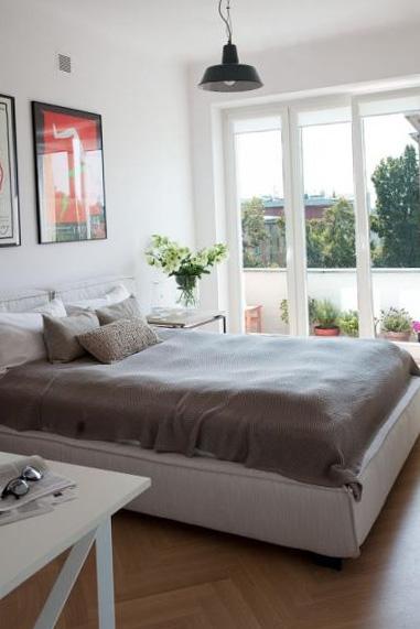 Спальня с отделенным балконом или лоджией