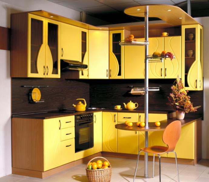 Угловая кухня желтого цвета