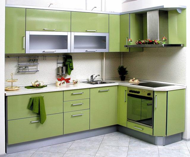 Угловая кухня зеленого цвета