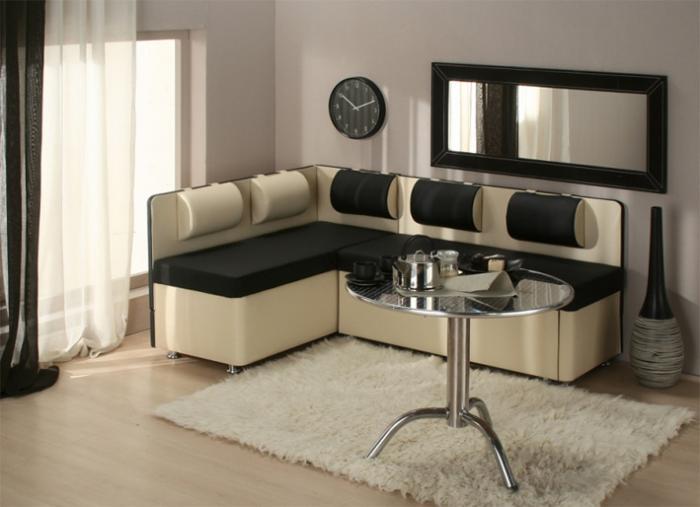 Интерьер кухни с угловым диваном