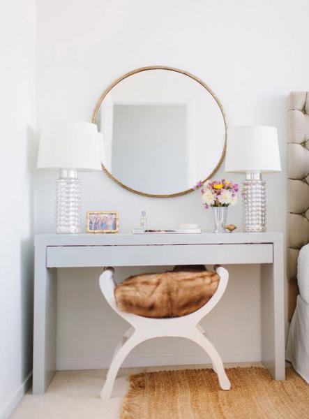 Пример стола в спальне 2