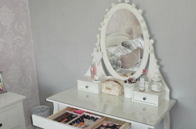 Пример стола в спальне 3