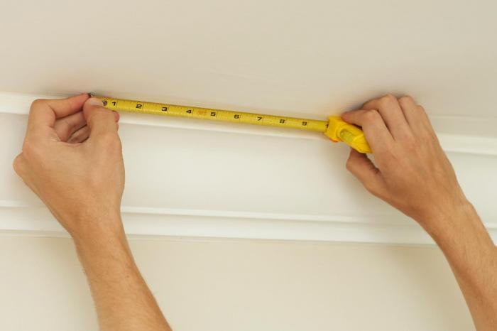 Как правильно наклеить обои на стену с балкой 6