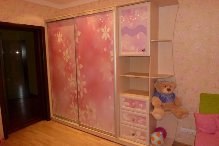 Шкаф для комнаты девочки-подростка