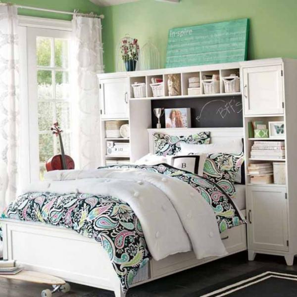 Зеленые стены в комнате