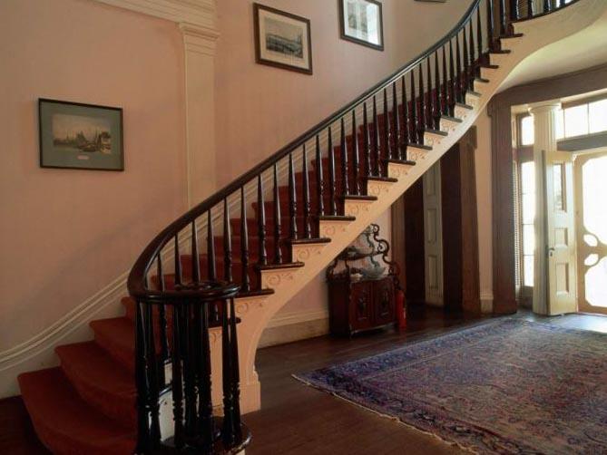 Фото класической лестницы