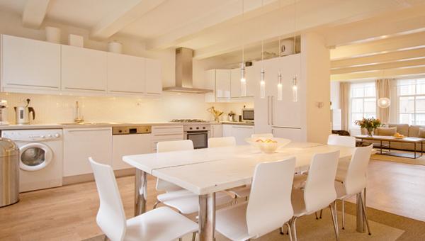 Кухонная мебель (обеденный стол) – 1