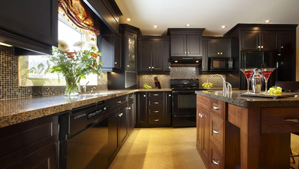 Мебель для кухни в темных тонах– 1