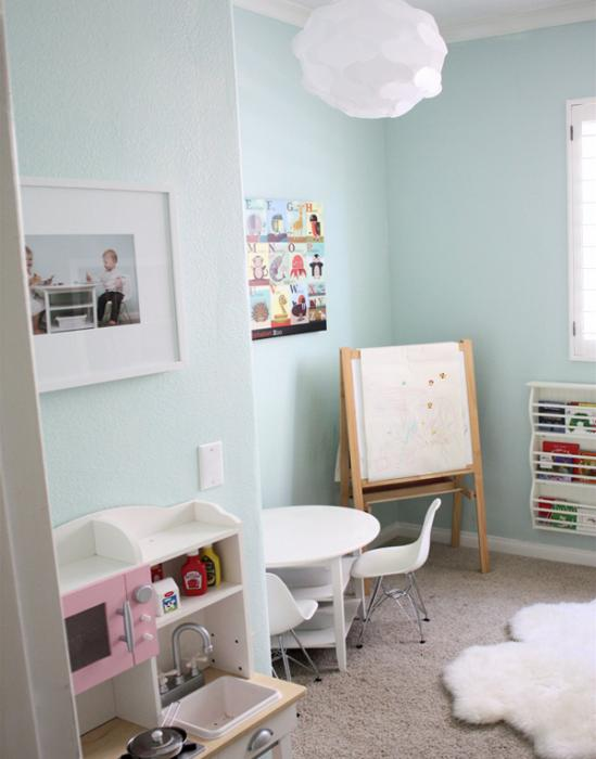 Мебель Икеа для детской (столик) – 1