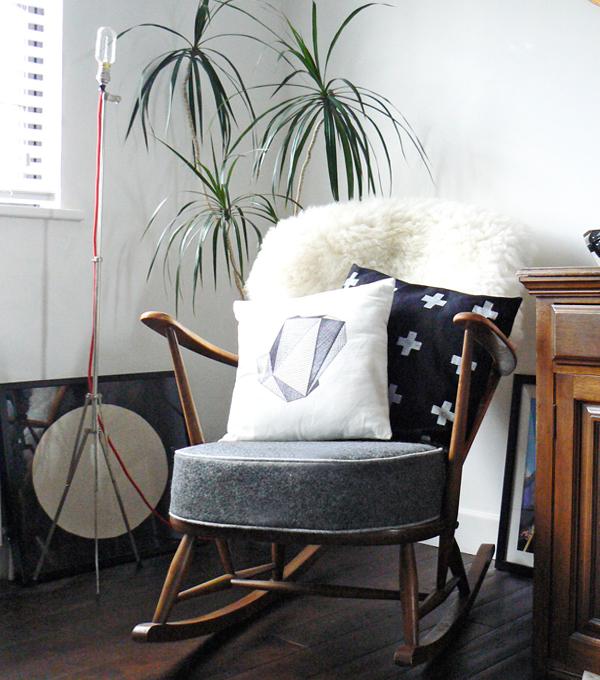 Мягкий гарнитур (кресло качалка) – 1