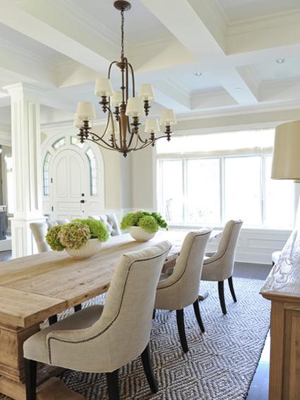 Обеденный стол в гостинной:фото 1