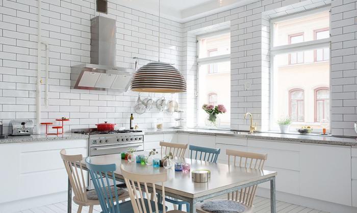 Обеденный стол в кухне: фото 3