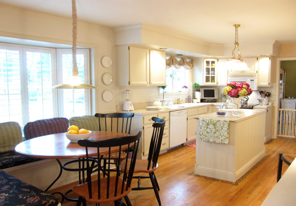 Обеденный стол в кухне: фото 4