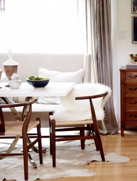 Обеденный стол в гостинной 1