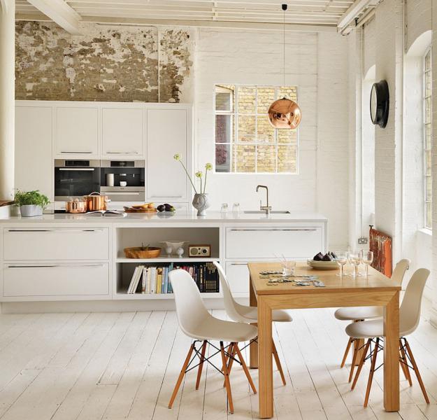 Обеденный стол в кухне 1