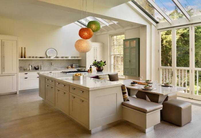 Обеденный стол в кухне 2