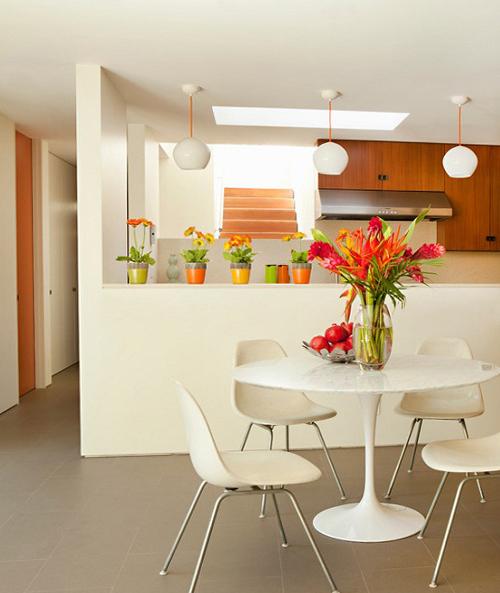 Обеденный стол в гостинной 3