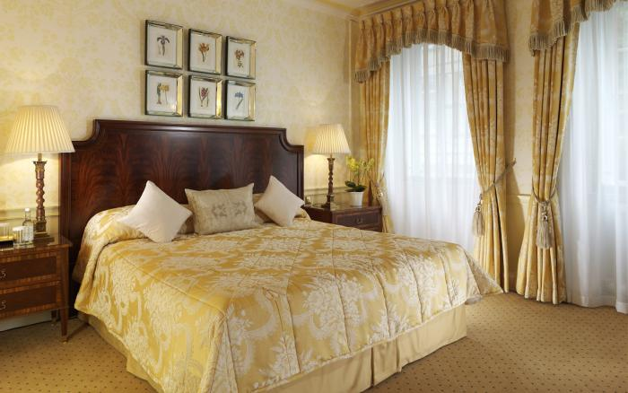 Желтые обои в спальне