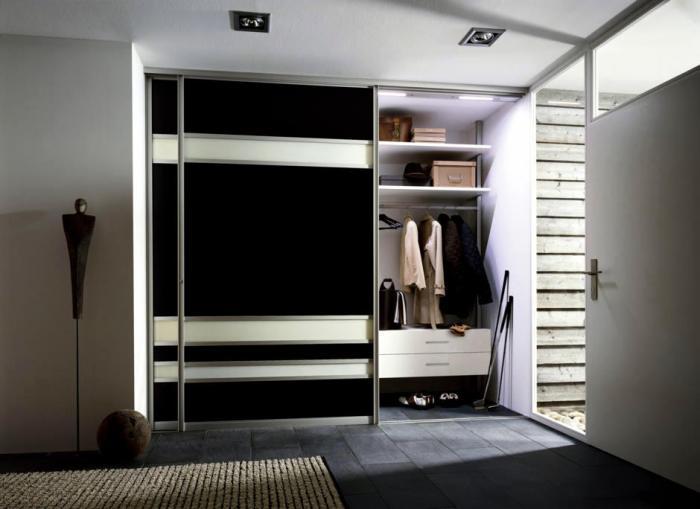 Особенности шкафа-купе для прихожей