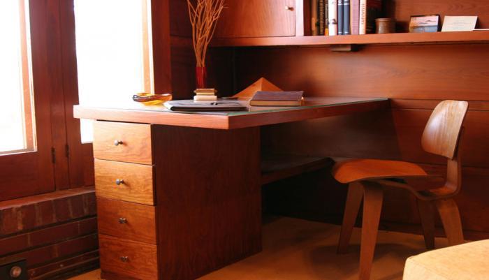 Варианты исполнения письменного стола 16