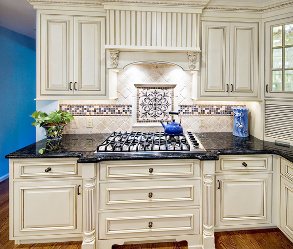 Плитка в интерьере кухни (фартук) - 1