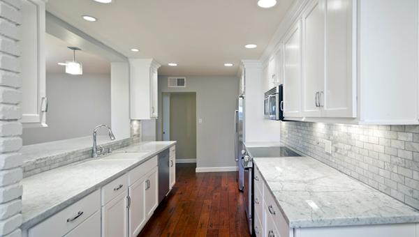 Плитка в интерьере кухни (керамогранитная) - 2