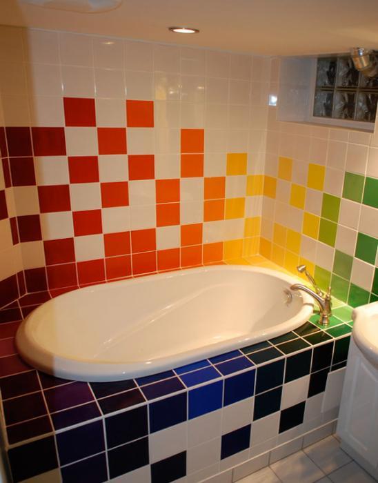 Плитка разных цветов в винтерье ванной - 4