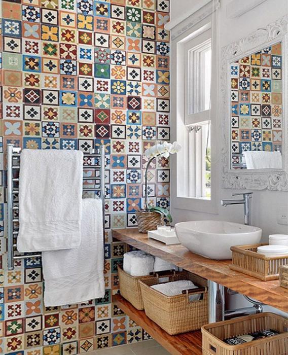 Плитка разных цветов в винтерье ванной - 5