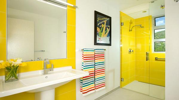 Плитка разных цветов в винтерье ванной - 2