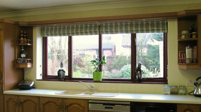 Рулонные шторы в интерьере кухни - фото 2