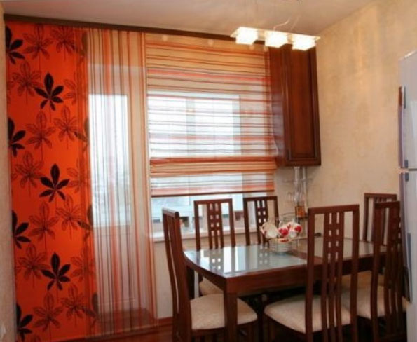 Шторы для кухни с цветами из ткани
