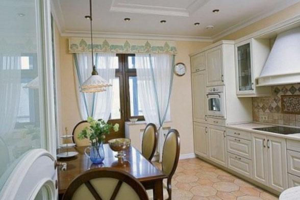 Фото штор на кухню с балконом