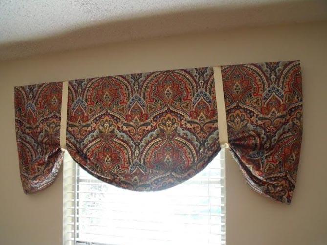 Короткие шторы для зала