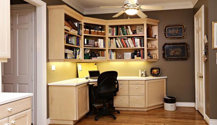 Письменный стол с подсветкой 2