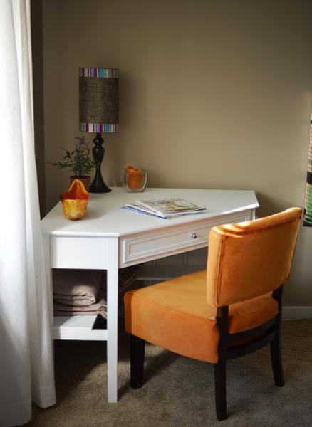 Преимущества углового стола перед обычным 3