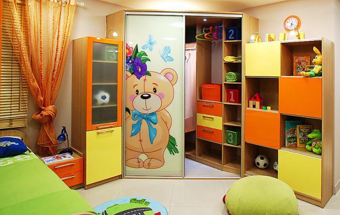Угловой шкаф-купе в детскую 2