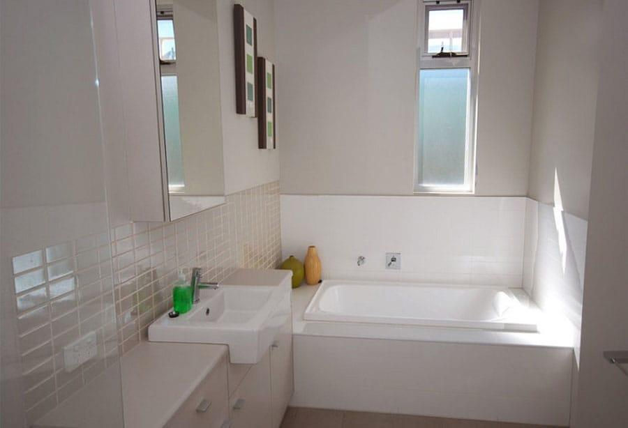 Ванная комната с прямоугольной ванной дизайн
