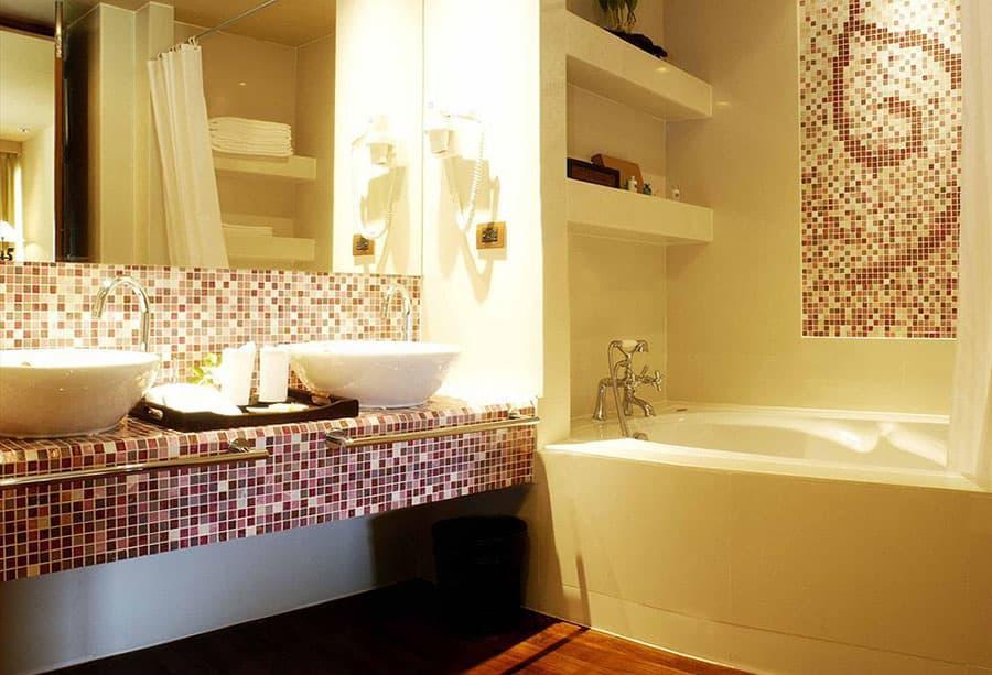 Дизайн ванной комнаты 4 кв.м с душевой кабиной без унитаза