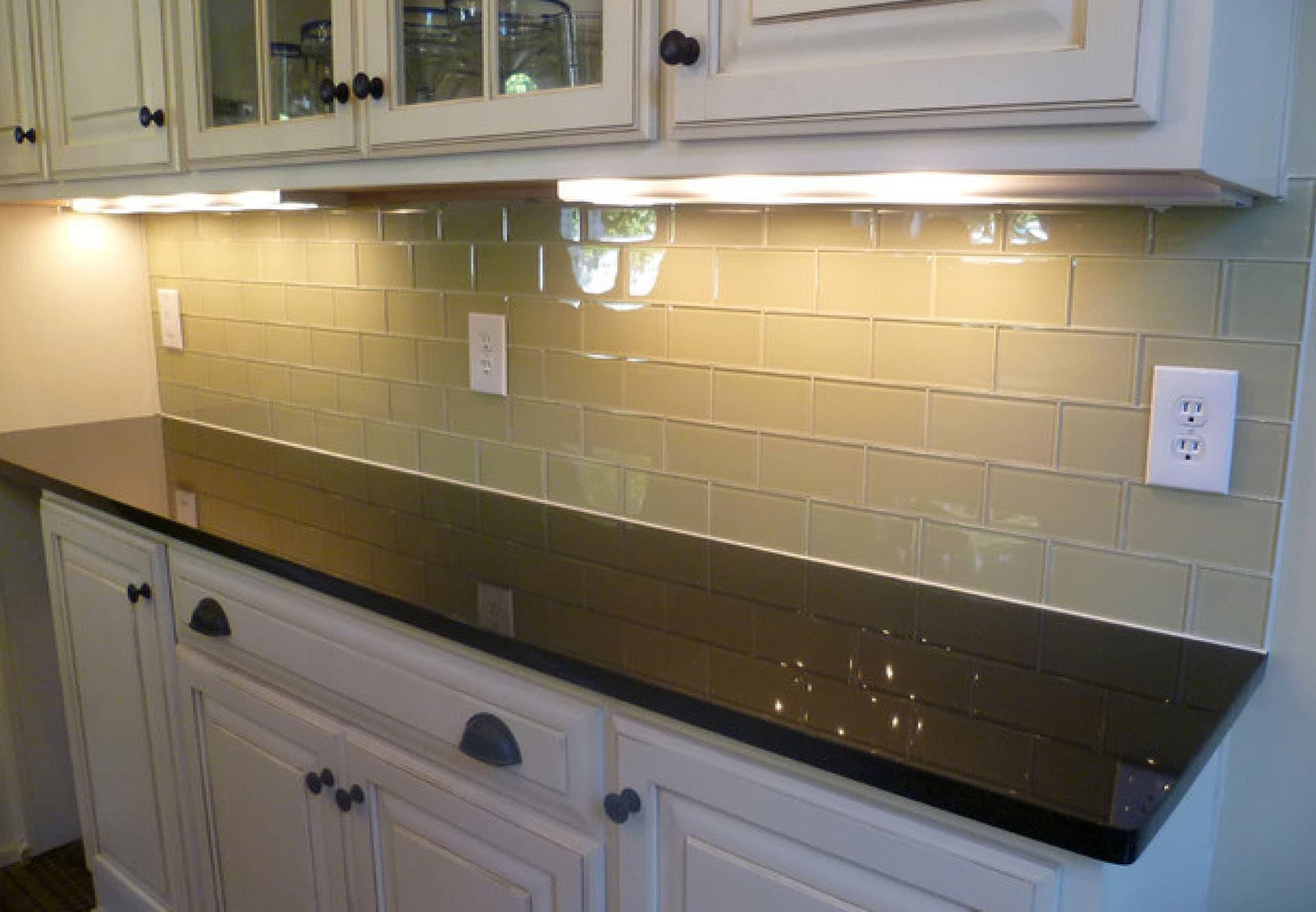 Glass backsplash tile