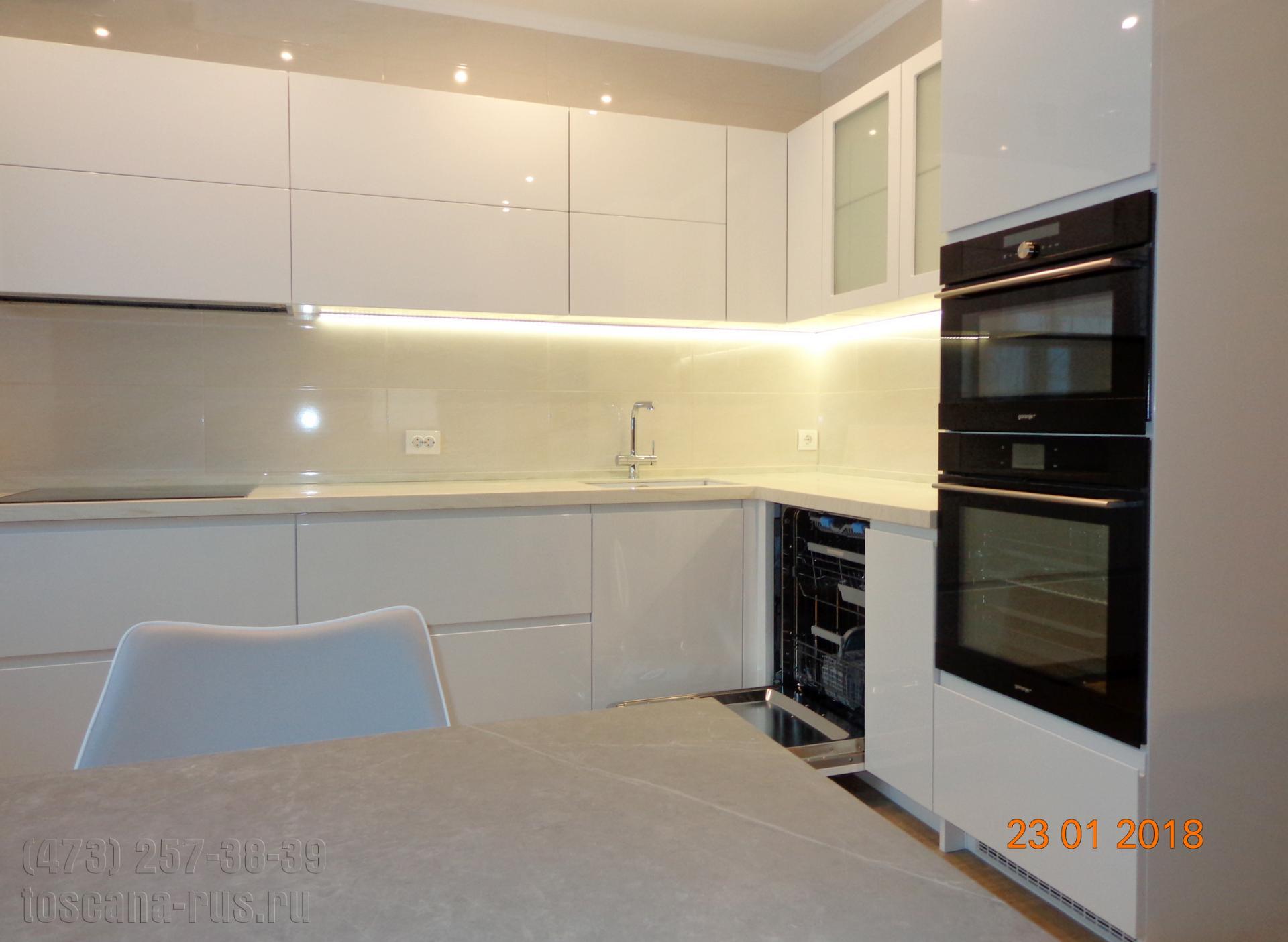 Кухня угловая со столешницей из искусственного мрамора