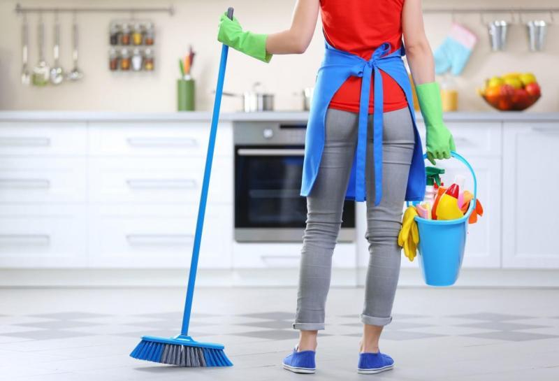 Обзор компании Qlean - услуги по уборке домов и квартир.