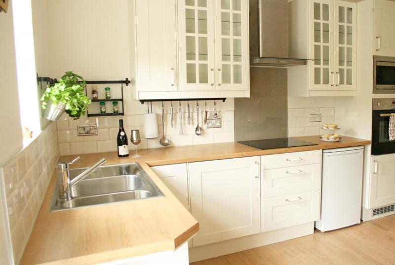 Стеклянный фартук для кухни своими руками: инструкция 22